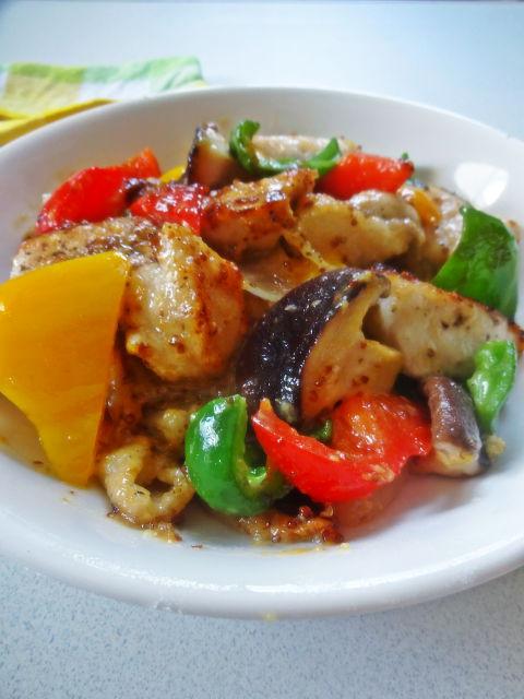 鶏胸肉とカラフル野菜の味噌マスタード炒め