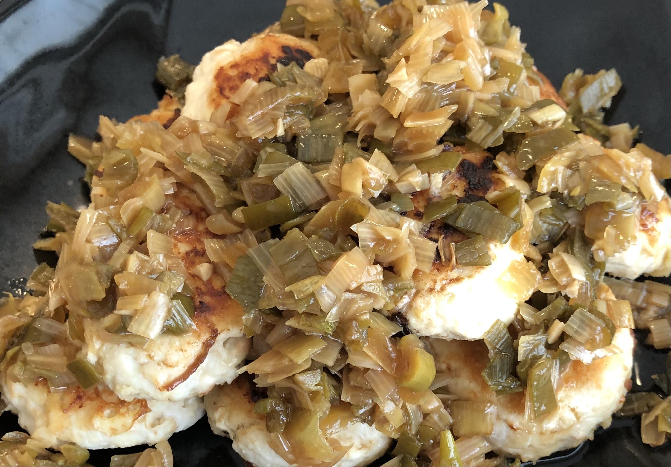 鶏ひき肉と大豆団子〜ネギのソースがけ〜